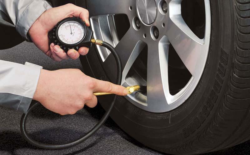 Kiểm tra lốp ô tô